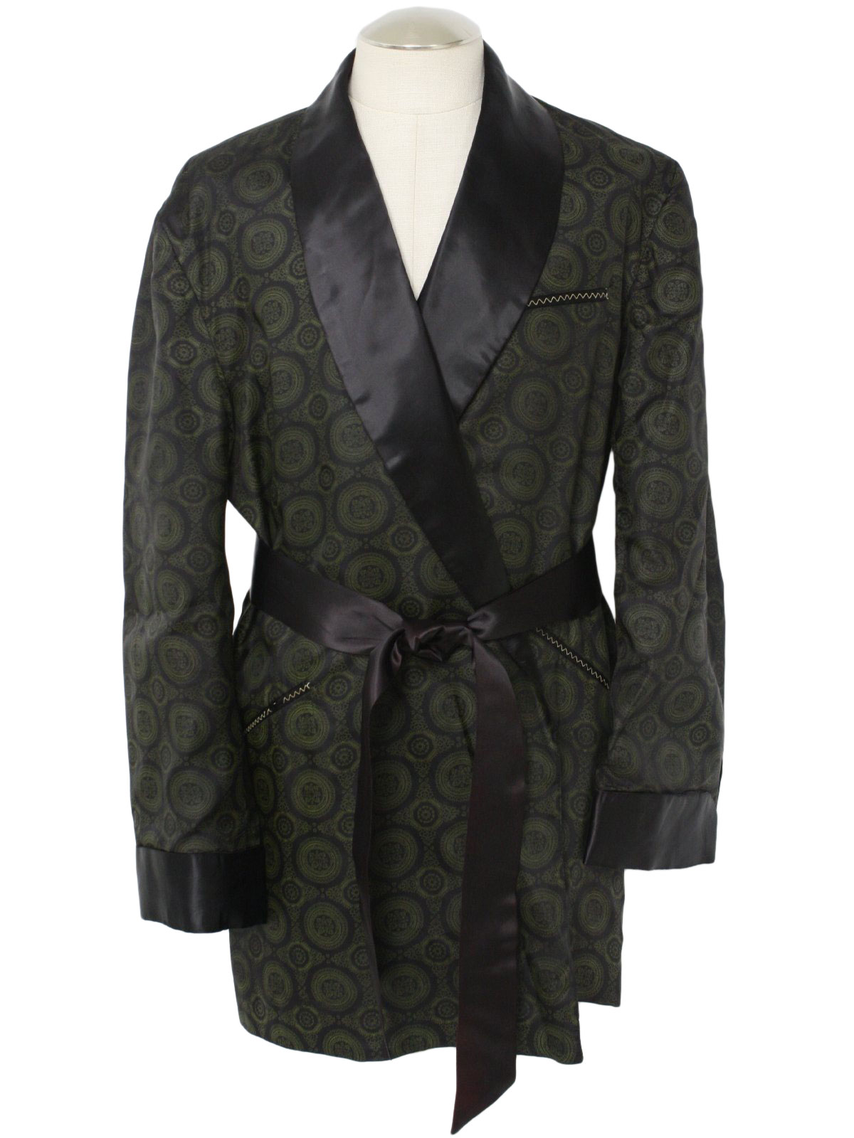 Be the life of the party in the Men's Bachelor Smoking Jacket. Whatever Halloween event you attend you are sure to turn some heads in this fashionable costume. This is a must have item for this fall.