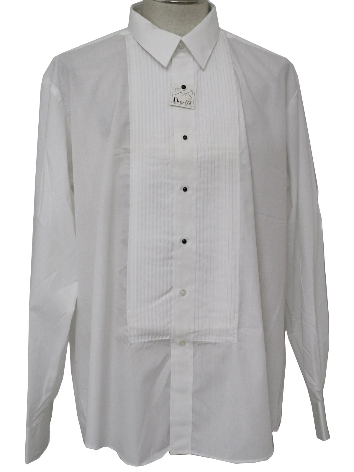 How many studs does a tuxedo shirt have for Tuxedo shirt no studs