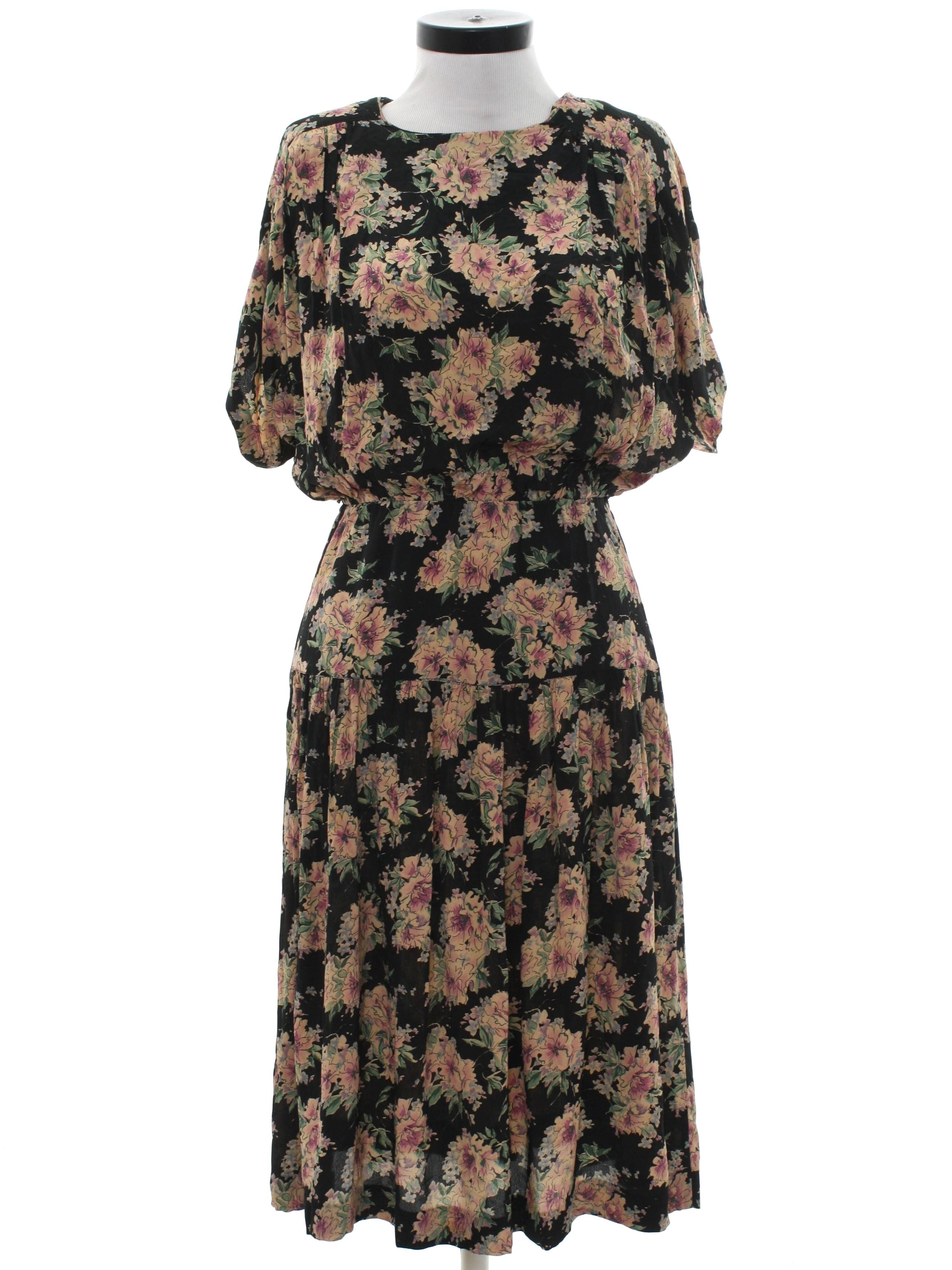 ac19607d5e27 Retro 80s Dress (Michelle Stuart Petite)   80s -Michelle Stuart Petite-  Womens black background silky rayon short sleeve mid length totally 80s  dress.