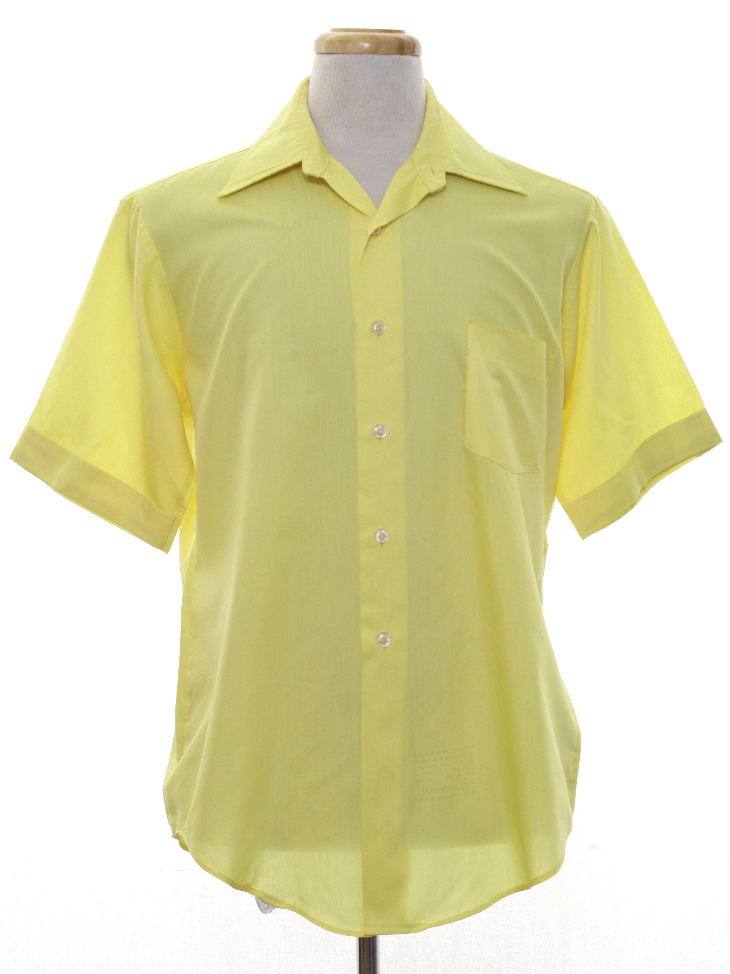 1970 39 s shirt van heusen 70s van heusen mens bright for Van heusen men s short sleeve dress shirts