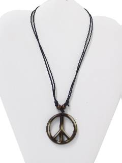 1970's Unisex Accessories - Jewelry / Peace Medallion Necklace
