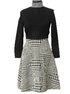 1970's Womens Mod Knit Twiggy Style Dress
