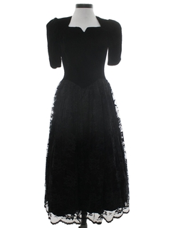 1980's Womens Designer Velvet and Lace GothLook Black Prom Or Cocktail Dress
