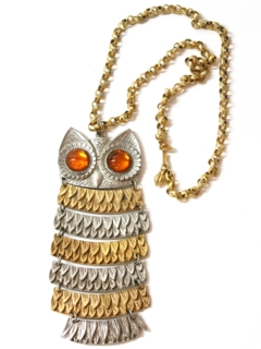 1970's Womens Accessories - Articulated Owl Medallion Necklace Jewelry