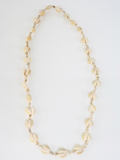 1980's Womens Accessories --Jewelry Seashell Necklace