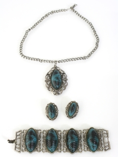 1980's Womens Accessories -Jewelry Necklace Bracelet And Clip On Earring Set